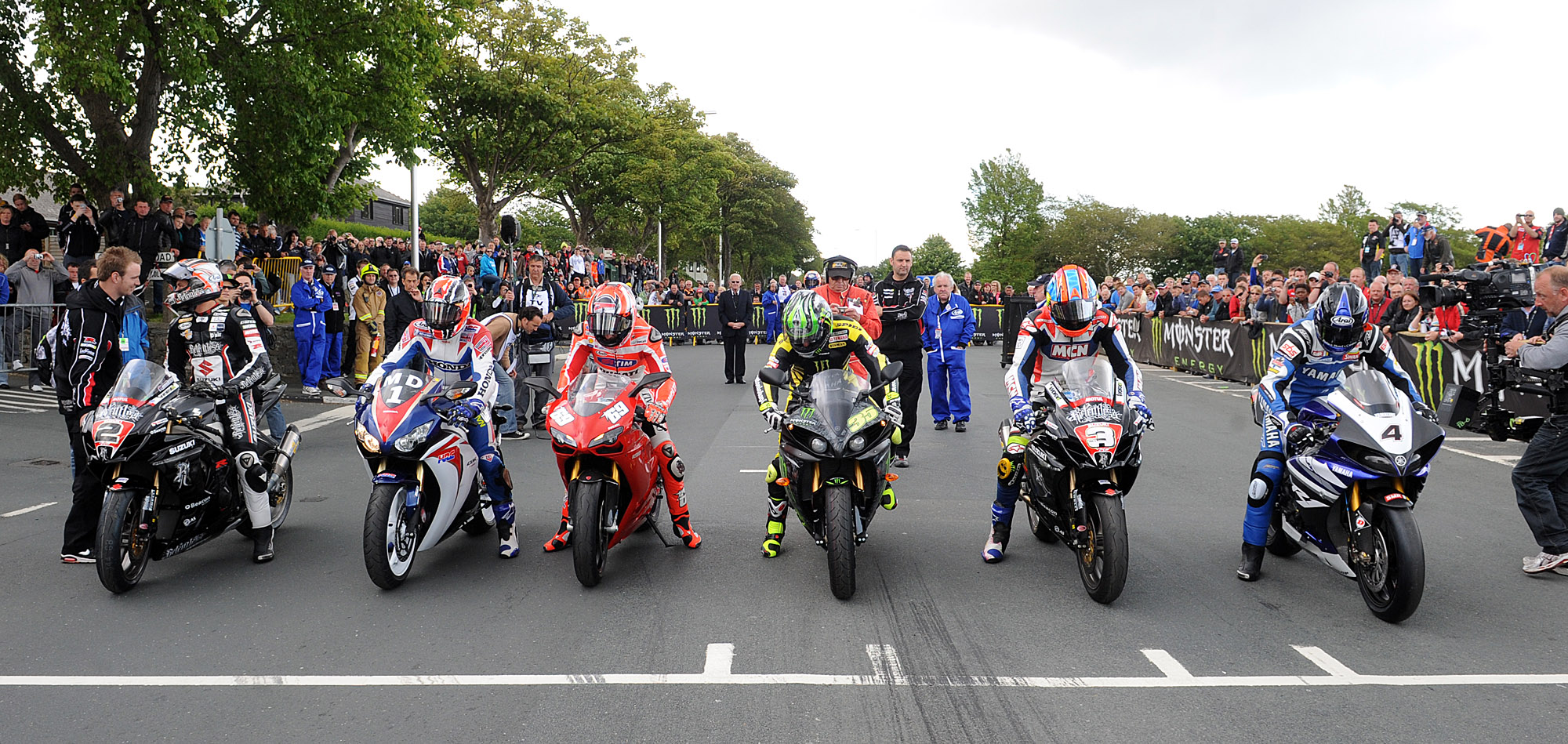 061011-iomtt-parade-lap