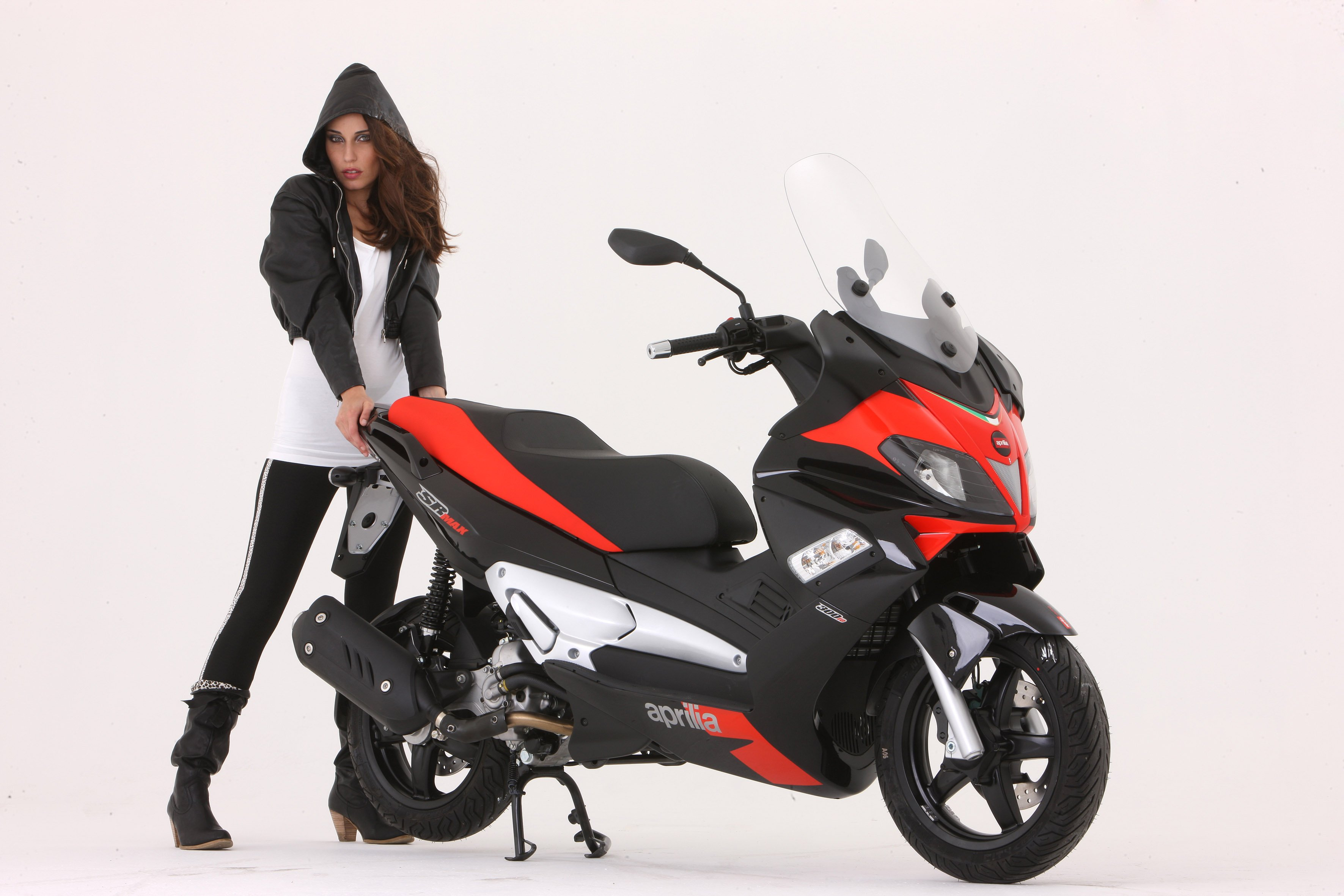 Aprilia Sr Max Touring Scooter Unveiled Motorcycle Com News