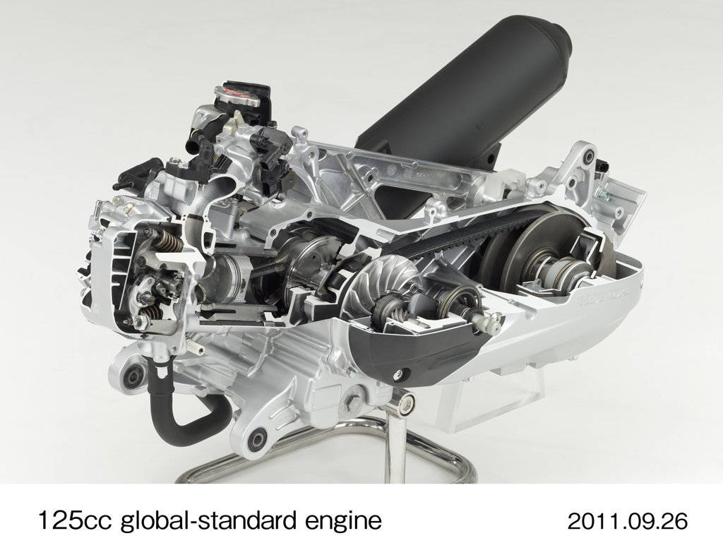 092611-honda-125-scooter-engine-03