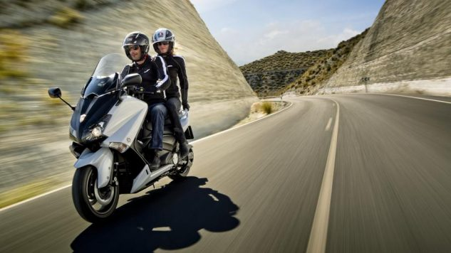 2012-Yamaha-T-MAX-ABS-EU-Competition-White-Action-006_gal_full