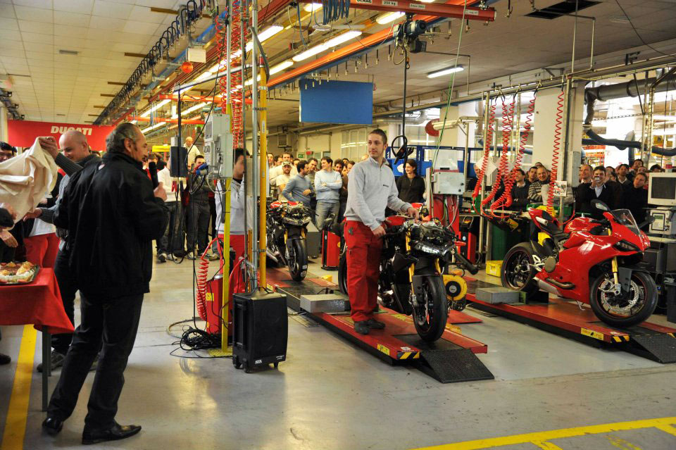 012512-ducati-1199-production-2