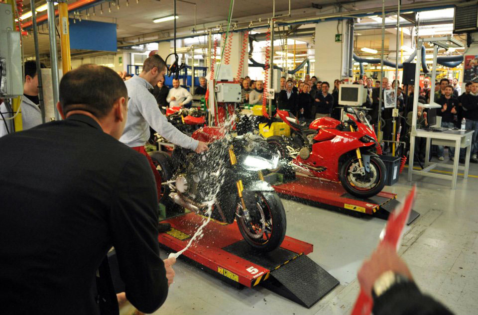 012512-ducati-1199-production-3