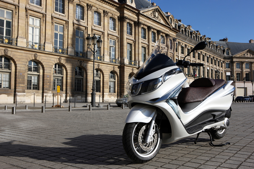 2012 piaggio x10 maxi scooter with abs traction control. Black Bedroom Furniture Sets. Home Design Ideas