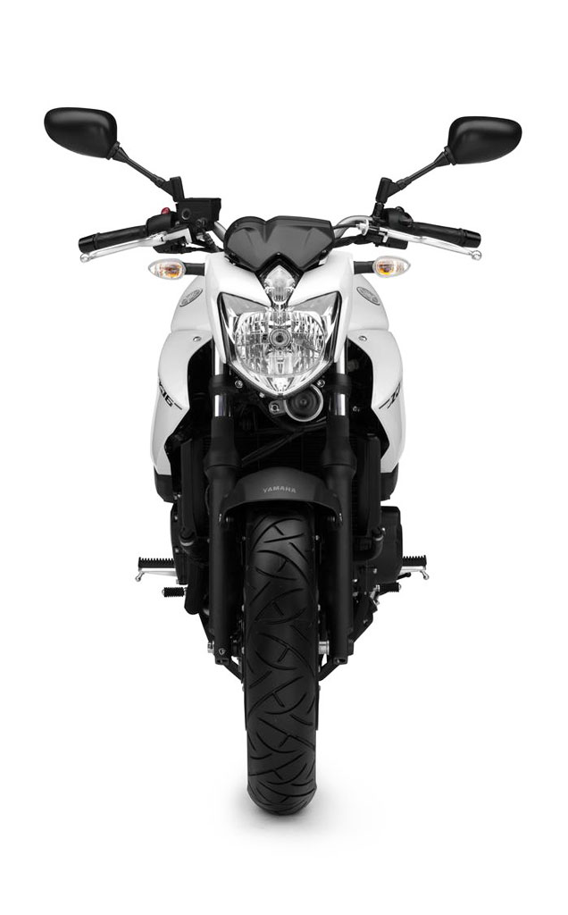 2013-Yamaha-XJ6-EU-Competition-White-Studio-008