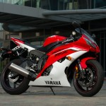 091312-2013-yamaha-yzf-r6-red-05