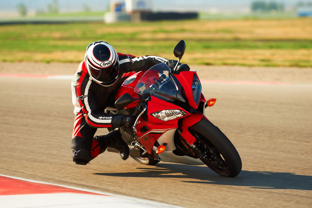 091312-2013-yamaha-yzf-r6-red-track-04