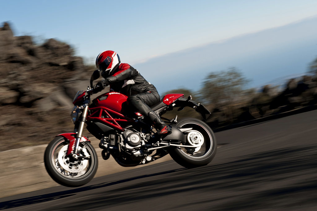 100312-2013-ducati-monster-5-56 1100 evo