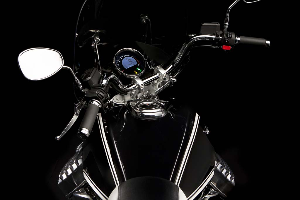 111312-2013-moto-guzzi-california-touring-22
