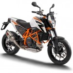111412-ktm-690-duke-r-right_front
