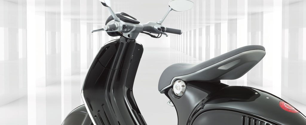 2013-Vespa-946-Black-Beauty-03