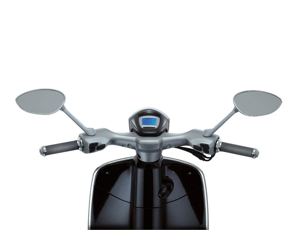 2013-Vespa-946-Black-Cockpit