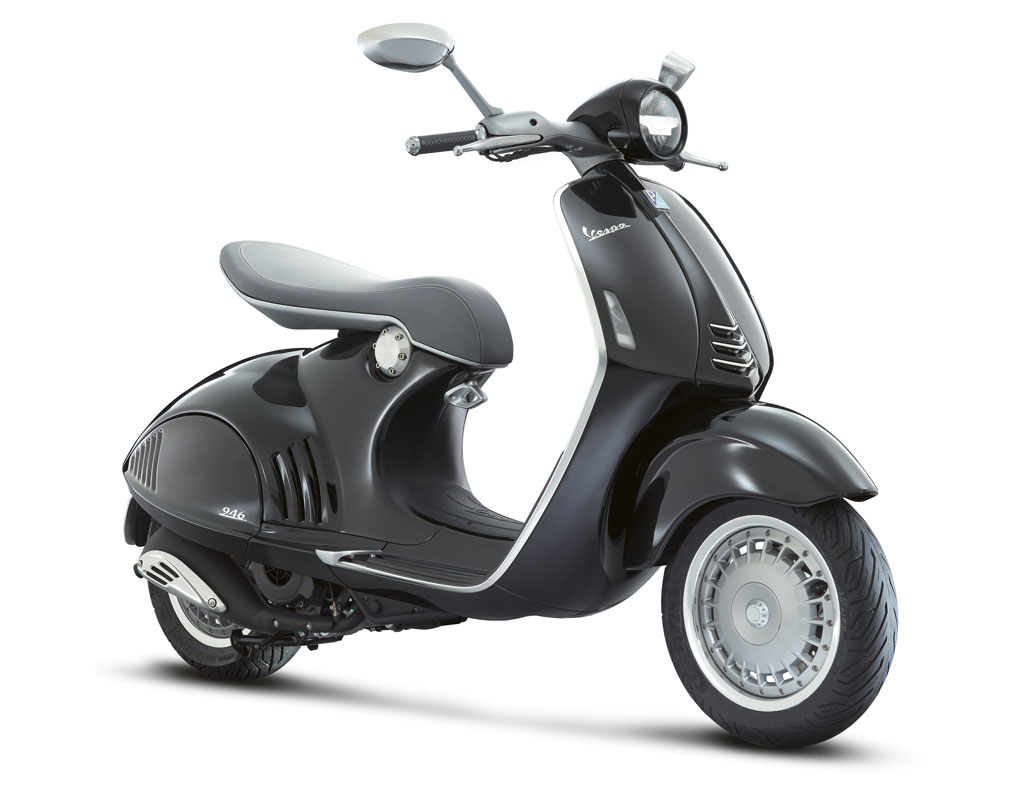 2013-Vespa-946-Black-Front-Right