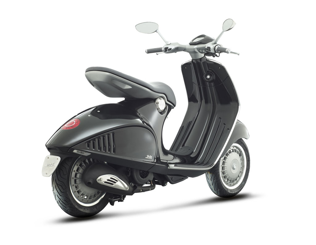 2013-Vespa-946-Black-Right-Rear