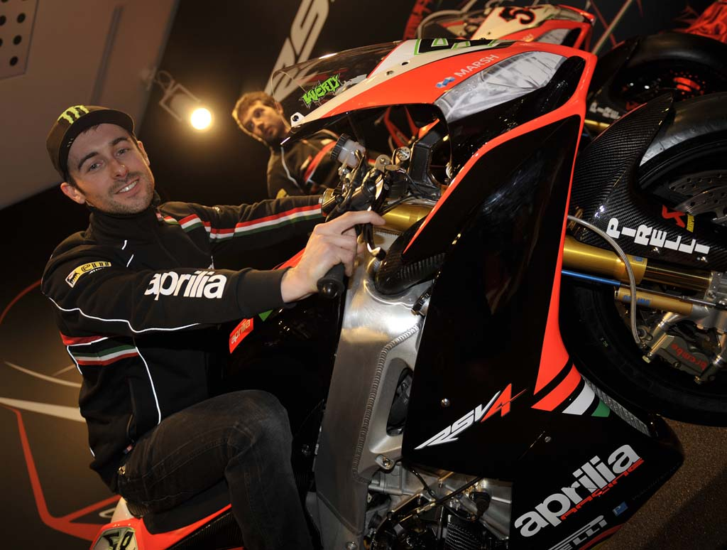 020713-wsbk-2013-aprilia-06_Laverty-launch
