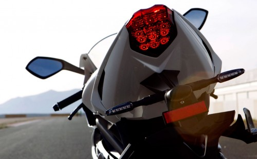 040113-2013-triumph-daytona-675-rear