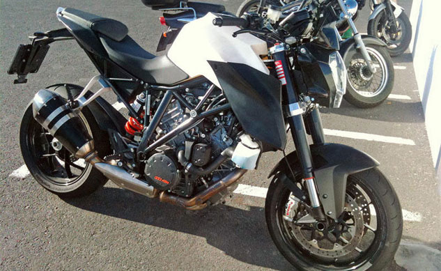 042213-2014-ktm-1290-super-duke-spy-photo-f