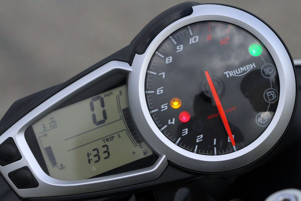 052713-2012-triumph-speed-triple-neutral-indicator