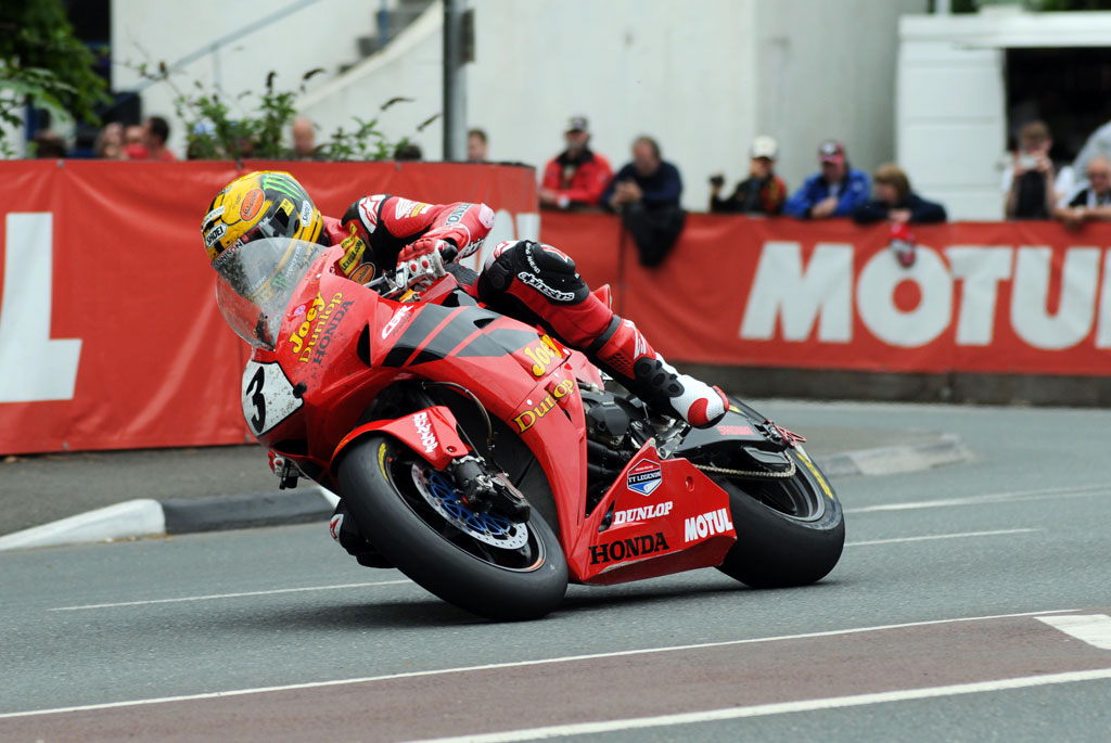 060313-john-mcguinness-iomtt-superbike-action-1