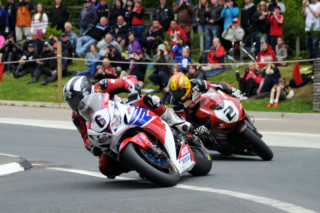 060313-michael-dunlop-cameron-donald-iomtt-superbike-action-1