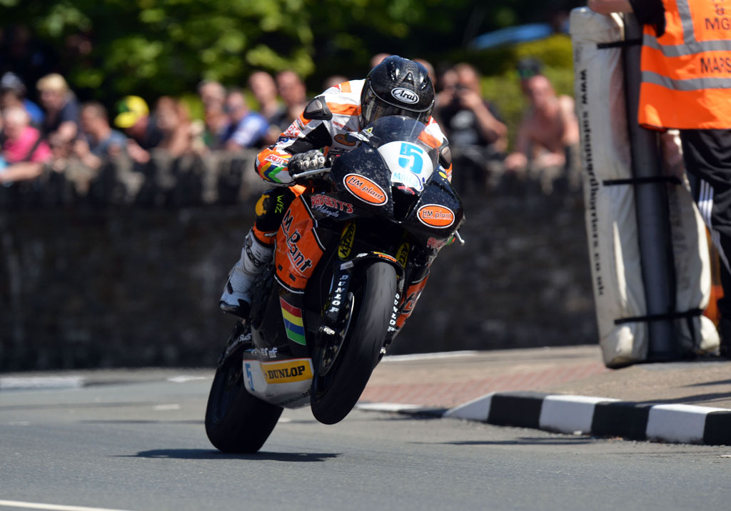 060513-bruce-anstey-iomtt-supersport-race-2-action
