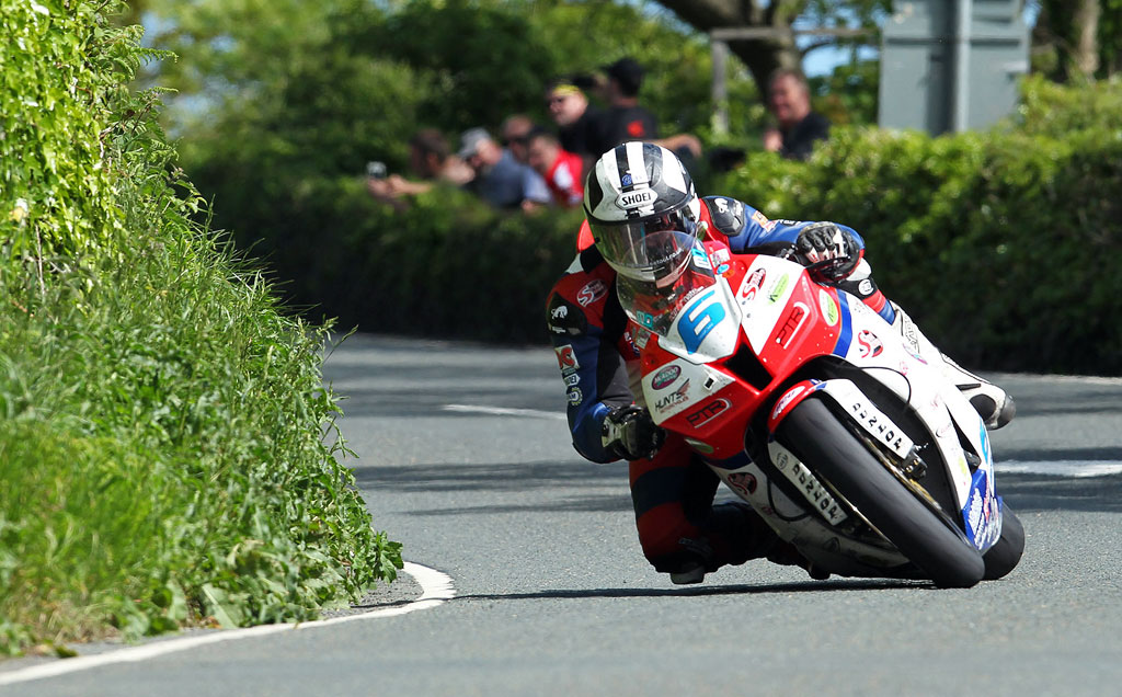 060513-michael-dunlop-iomtt-supersport-race-2-action