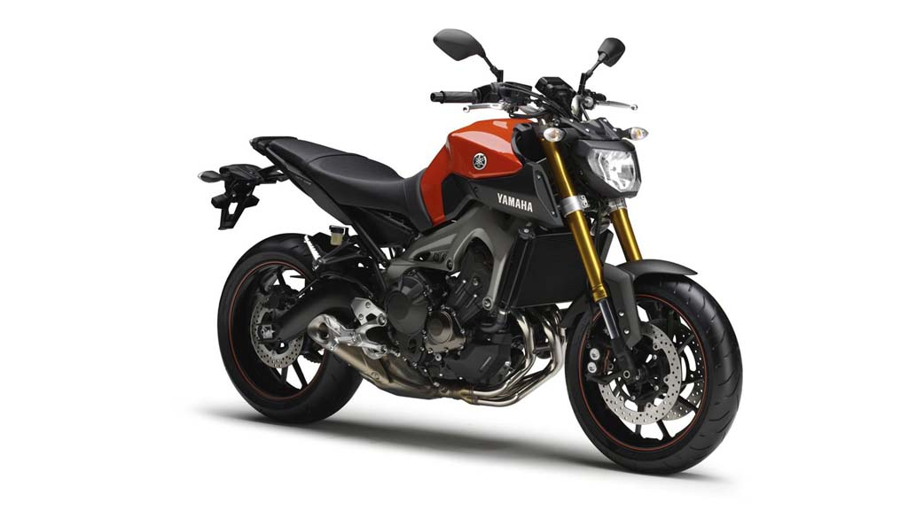 061113-2014-Yamaha-MT-09-EU-Blazing-Orange-Studio-001