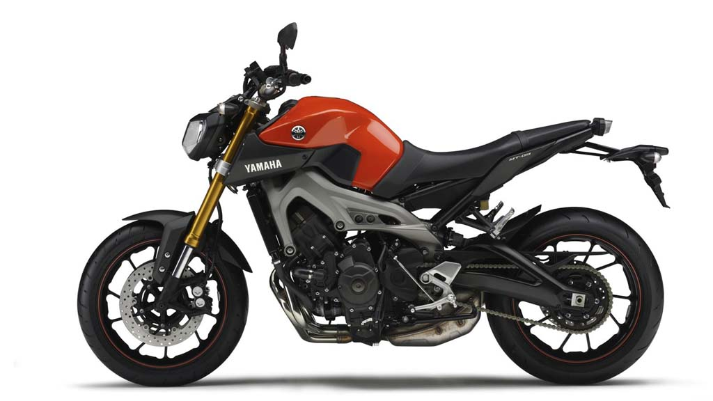 061113-2014-Yamaha-MT-09-EU-Blazing-Orange-Studio-006