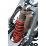 061813-2014-suzuki-RM-Z450-rear-suspension-01