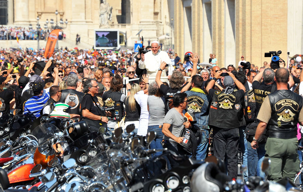 061813-pope-francis-harley-davidson-blessing-mass-01