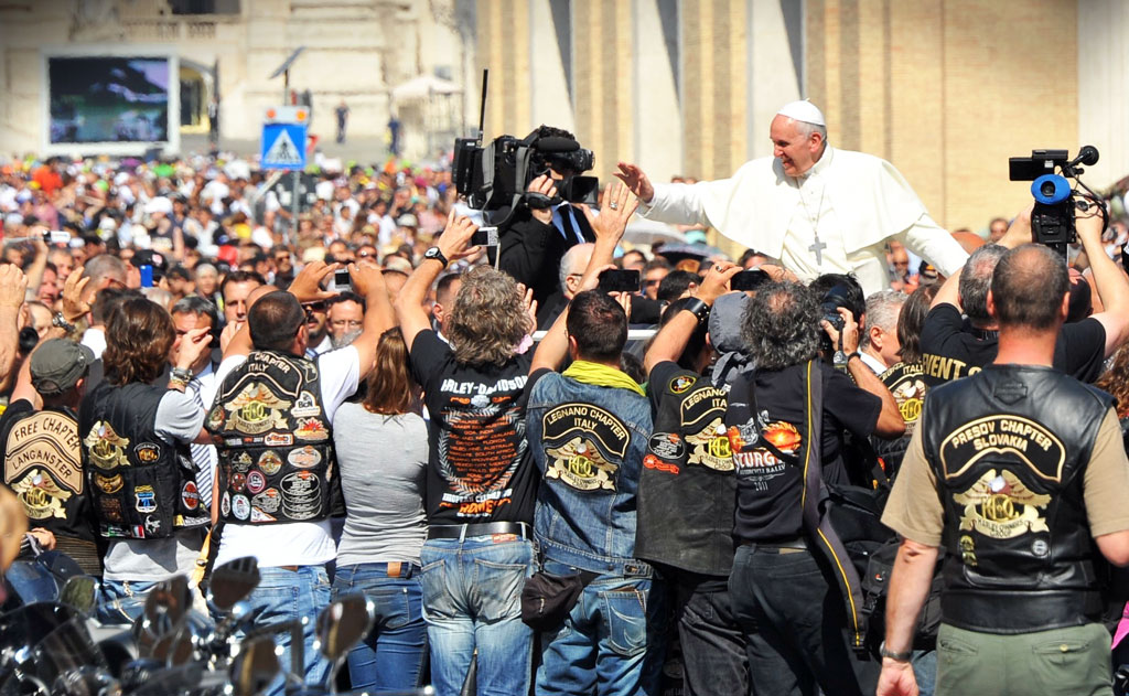 061813-pope-francis-harley-davidson-blessing-mass-02