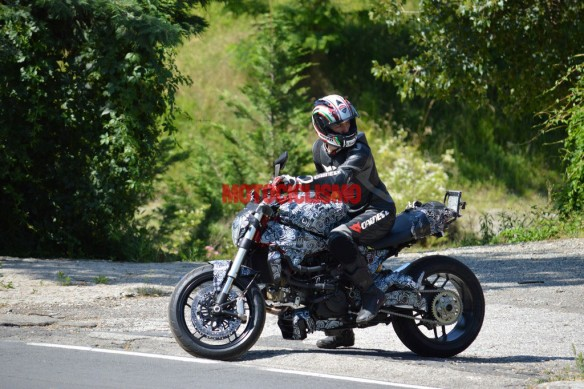 062513-2014-ducati-monster-1198-spy-photo-1