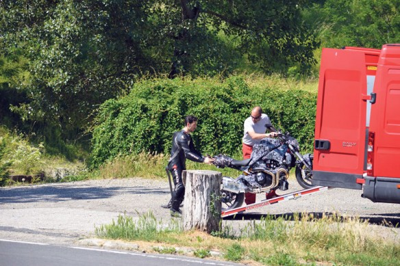 062513-2014-ducati-monster-1198-spy-photo-2