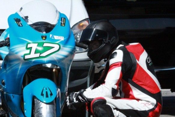 carlin-dunne-lightning-motorcycles-thunderhill-track-test-635×423