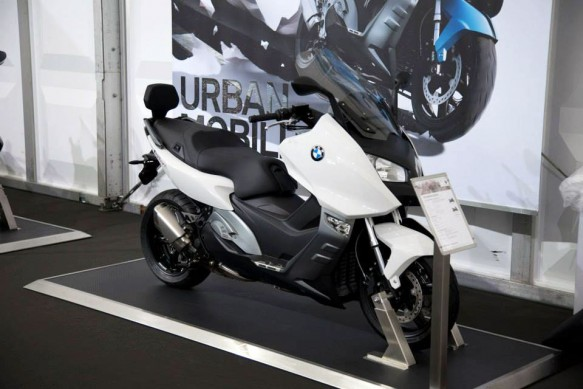 070513-2014-bmw-c600-sport-alpine-white-3