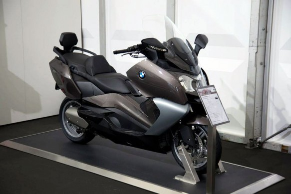 070513-2014-bmw-c650gt-havanna-metallic