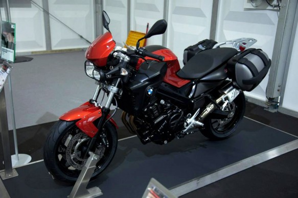 070513-2014-bmw-f800r-sakhir-orange-metallic-black-satin-gloss