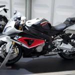 070513-2014-bmw-s1000rr-racing-red-alpine-white-3-sapphire-black-metallic