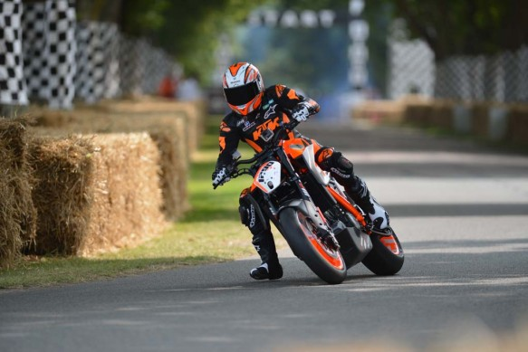 072213-ktm-1290-super-duke-r-goodwood-09