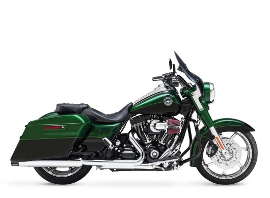 081913-2014-harley-davidson-cvo-road-king-01