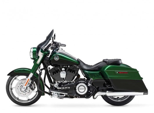 081913-2014-harley-davidson-cvo-road-king-02
