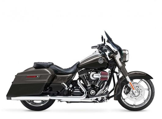 081913-2014-harley-davidson-cvo-road-king-06