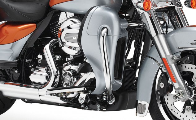081913-2014-harley-davidson-electra-glide-ultra-limited-twin-cooled-engine
