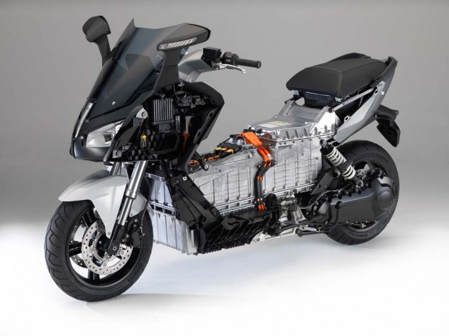 091013-2014-bmw-c-evolution-16