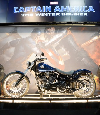 091613-captain-america-harley-davidson-softail-breakout-2