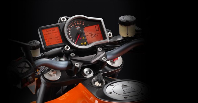 100113-2014-ktm-1290-super-duke-r-discover_traction_control