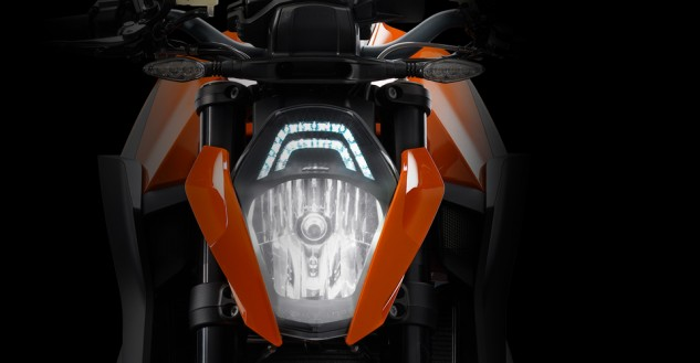 100113-2014-ktm-1290-super-duke-r-discover_user_value_light