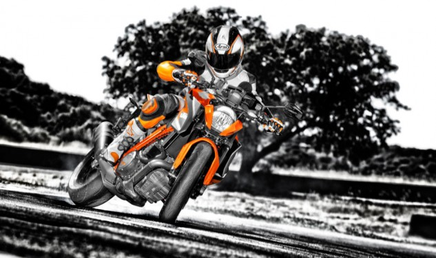 100113-2014-ktm-1290-super-duke-r-special_1_action_3