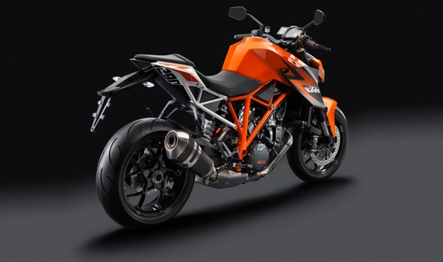 100113-2014-ktm-1290-super-duke-r-special_1_studio_3