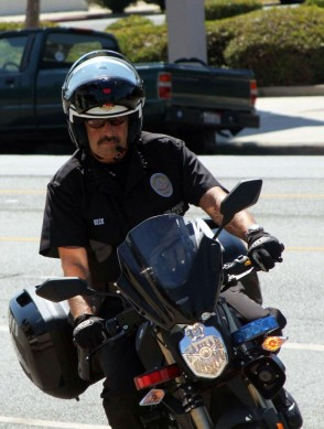 100913-lapd-chief-beck-brammo-empulse-police-bike