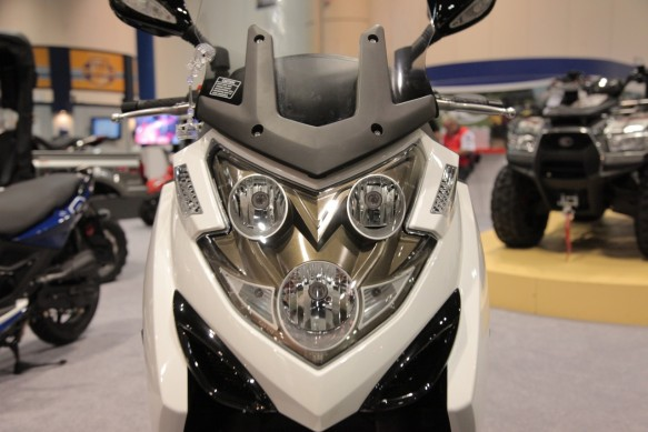 Kymco-MYROAD700i-Headlights